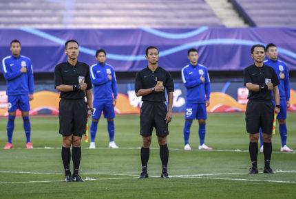 Futbol vuelve a China con un minuto de silencio