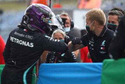 Hamilton le 'roba'' la pole position a Bottas en el GP de Hungría