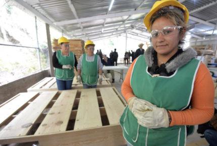 En abril 15 millones de desempleados; 62% son mujeres