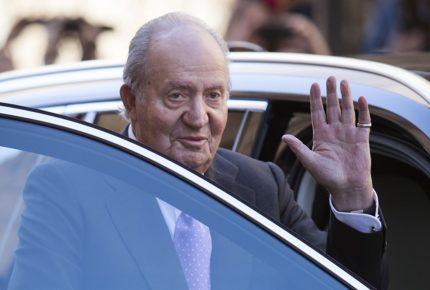 El rey emérito Juan Carlos I, sospechoso de corrupción, abandona España