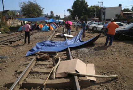 Reportan bloqueo ferroviario de la CNTE en Michoacán