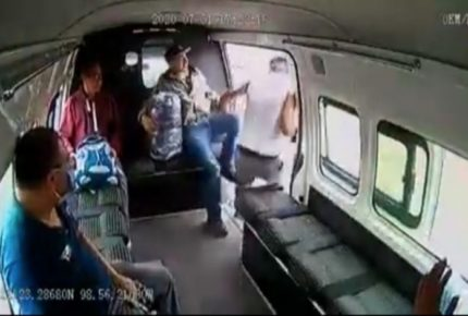 Presunto asaltante recibe golpiza de pasajeros en el Edomex
