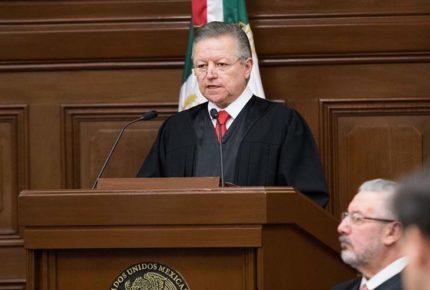 Admiten amparo de la Escuela Libre de Derecho contra Ley Zaldívar