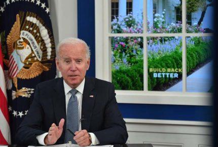 Biden firma ley para elevar techo de la deuda de EU