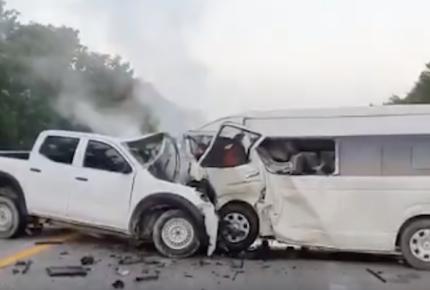 Choque en Tulum deja cinco muertos y una docena de heridos
