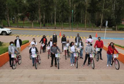 """DIF entrega apoyos del programa """"Una Bici con Rumbo"""" a personal del Conafe"""