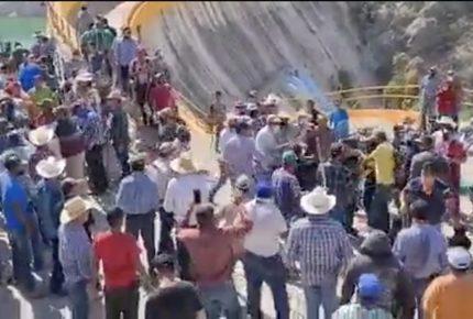 Pobladores toman presa La Boquilla tras enfrentamiento con GN