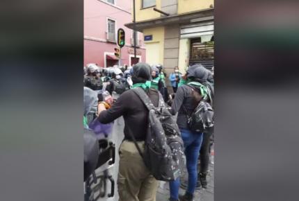 'Pañuelazo' para exigir aborto legal concluye con 11 policías heridas