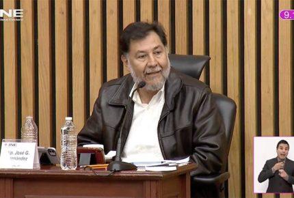 Noroña se niega a usar cubrebocas en sesión del INE