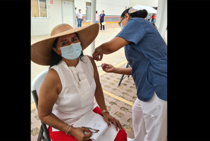 Regidora de Acapulco causa polémica por vacunarse contra Covid-19