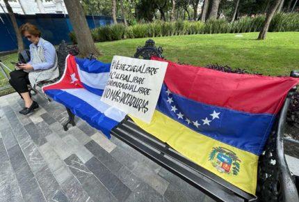 Venezolanos y cubanos protestan en CDMX por la Celac
