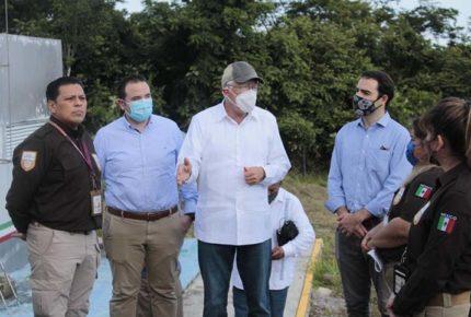 Ken Salazar visita El Ceibo para vigilar labores fronterizas