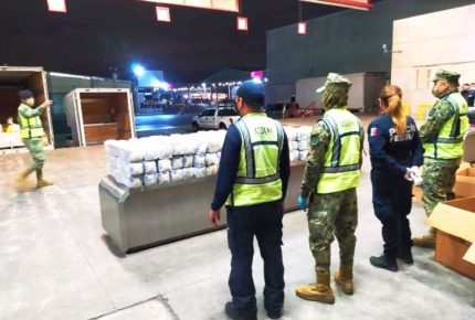 Aduanas decomisa metanfetamina líquida en lámparas de lava