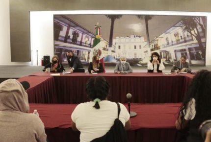 Sánchez Cordero y mujeres que tomaron CNDH se reúnen