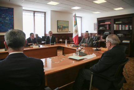 Reafirman AMLO y Pfizer entrega de vacunas a México