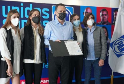 Mauricio Kuri se registra para buscar la gubernatura de Querétaro