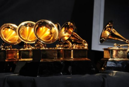 Aplazan ceremonia de los Grammy por la Covid-19