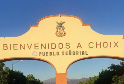 Grupo armado quema casas y vehículos en Choix, Sinaloa