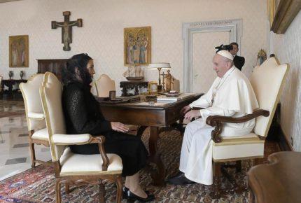 AMLO pide al Papa códices y disculpa a pueblos originarios