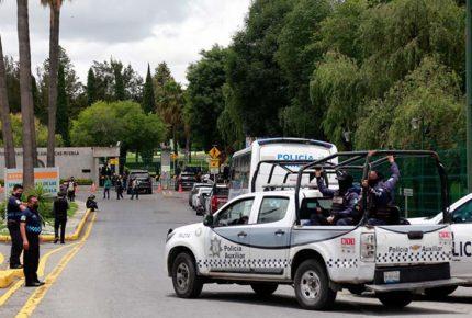 Rechazan exalumnos legalidad en toma del campus de la UDLAP