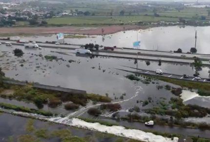 Reabren la autopista México-Querétaro tras desborde de presa