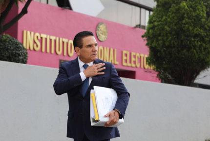 Tras desdén de AMLO, Aureoles denuncia 'narcoelección' ante INE