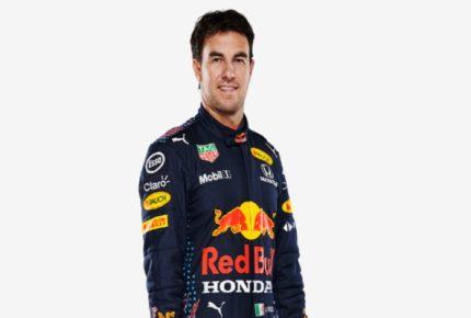 'Checo' Pérez porta nuevo uniforme Red Bull para temporada 2021