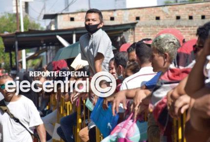 """Activistas hacen frente al """"Quédate en México"""""""