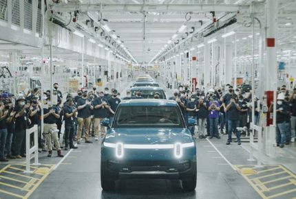 Rivian supera a Tesla y GM en lanzamiento de camioneta eléctrica