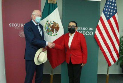 Rosa Icela y Ken Salazar se reúnen para hablar de 'paz y seguridad'