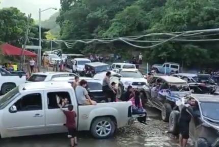 Jóvenes se burlan del coronavirus y hacen fiesta masiva en Sinaloa