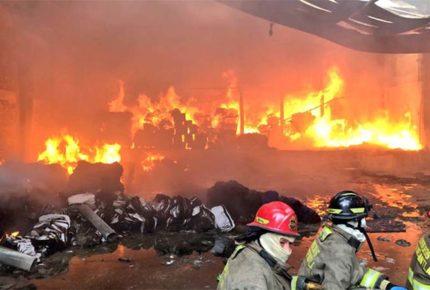 Se registra incendio en fábrica de colchones en Tultitlán
