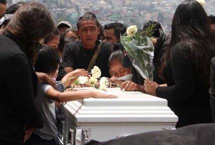 Sepultan a Mía, menor que murió en derrumbe del Chiquihuite