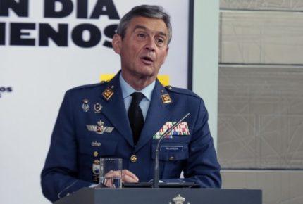 """Dimite jefe del Estado Mayor en España tras """"saltarse"""" la fila para la vacuna"""