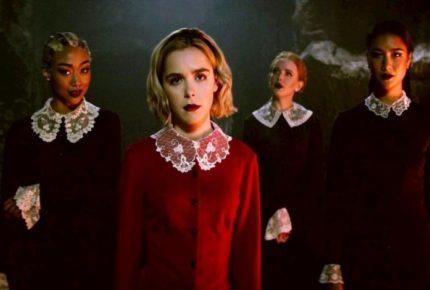 Critican serie de Sabrina por glorificar el suicidio