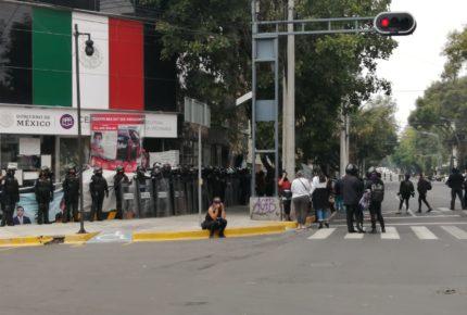 Feministas arriban a CNDH ante aumento de presencia de policías