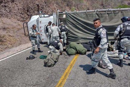 Choca camión de la GN en Oaxaca; hay varios heridos