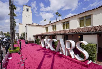 Llegan las estrellas a la alfombra roja de los premios Oscar