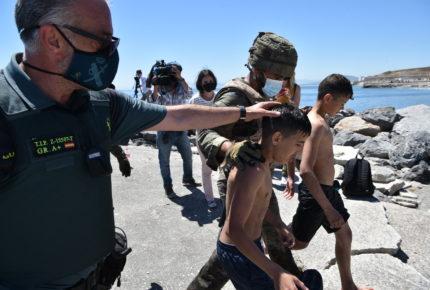 Crisis en Ceuta ante la llegada de cientos de niños migrantes
