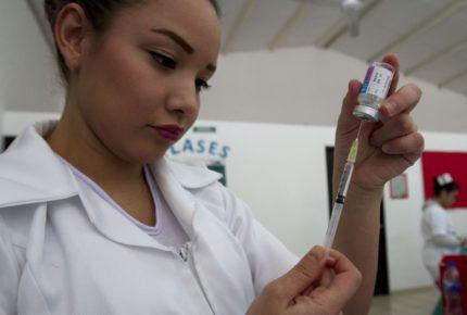 IMSS vacuna a casi 7 millones contra la influenza