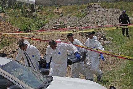 Suman 113 cadáveres hallados en fosa clandestina en Jalisco