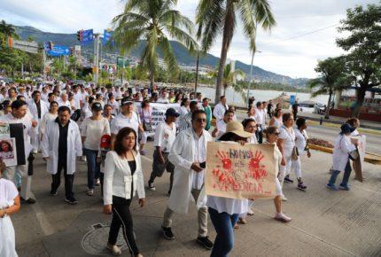 Trabajadores de la Salud se movilizan en Guerrero