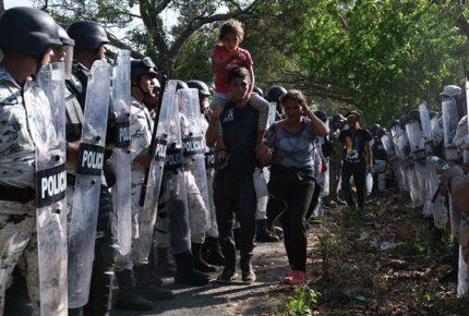 Emite CNDH recomendación a INM y Durazo por agresión a migrantes
