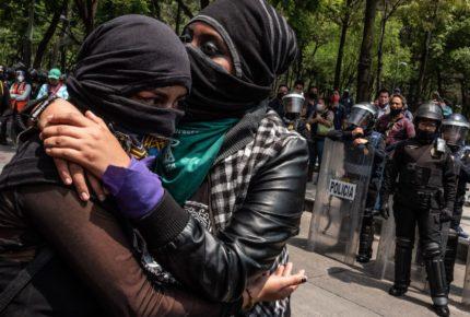 Feministas son detenidas durante protesta en Chihuahua