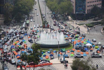 FRENAAA amplía su plantón hasta Paseo de la Reforma