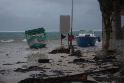 "Huracán ""Zeta"" tocó tierra en Tulum como categoría 1"