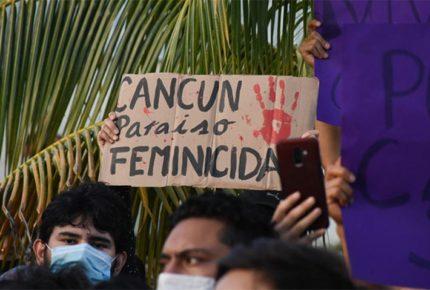 Policías disparan durante protesta por feminicidios en Cancún