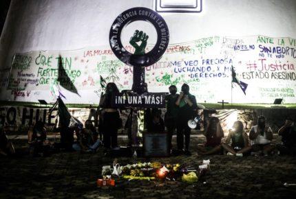 Sin respuesta a pliego; feministas siguen con toma del Congreso de Q. Roo