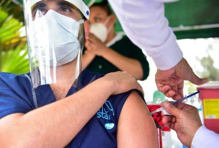 Vacunado, el 100% de personal de primera línea en CDMX: Sheinbaum