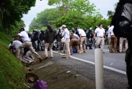 """Gobierno propina """"trato inhumano"""" a los migrantes: EZLN"""